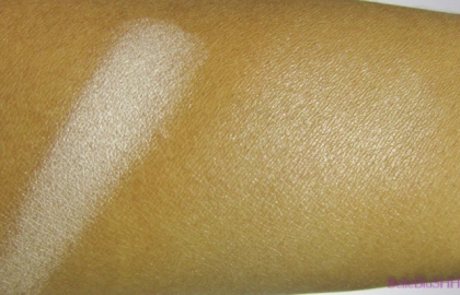 essence_bloommeup_shimmer_swatch